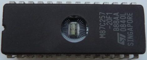 ST M87C257-20F1 EPROM DIP28